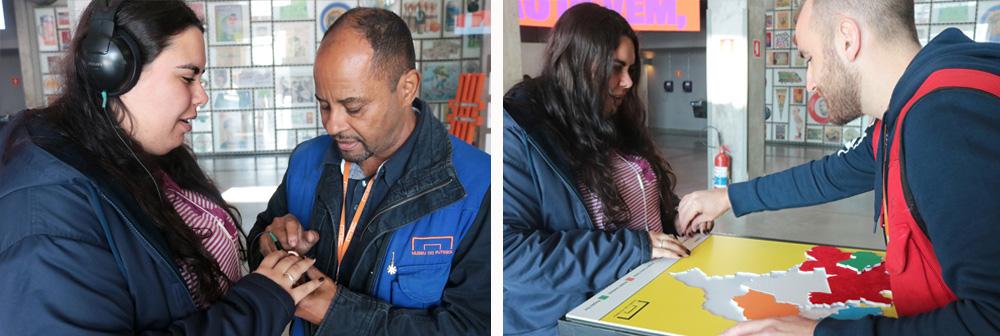 Descrição da imagem: duas fotos de Carla com integrantes da equipe do museu. Na primeira, o guia está mostrando um iPod nas mãos de Carla, que usa fones de ouvido. Na segunda, Carla está montando o quebra-cabeça do mapa do Brasil com o auxílio de um guia do museu.