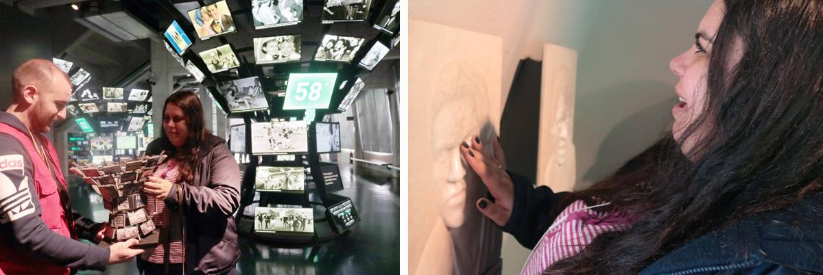 Descrição da imagem: duas fotos de Carla tocando peças da exposição. Na primeira, ela segura a réplica em miniatura de um painel de fotos em formato de taça, com a estrutura original aparecendo ao fundo. Na segunda, ela toca a escultura do rosto de Garrincha.